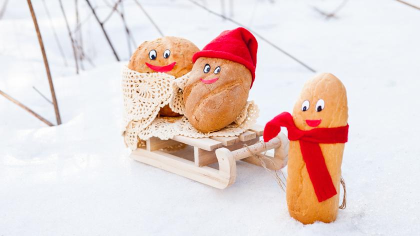 Puinen kelkka oli vanha heräteostos, joka sopi täydellisesti leipien laskiaisseikkailun rekvisiitaksi. Lue kuvan tarina täältä!
